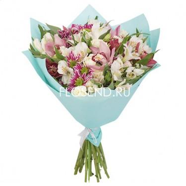 Букет с орхидеями и другими цветами